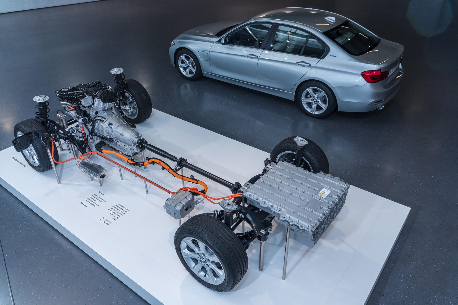 2016 BMW 330e images 93