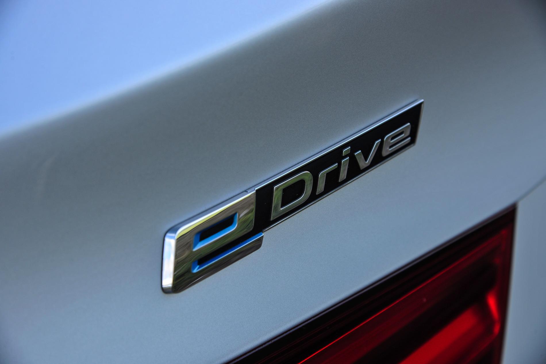 2016 BMW X5 xDrive40e images UK 15