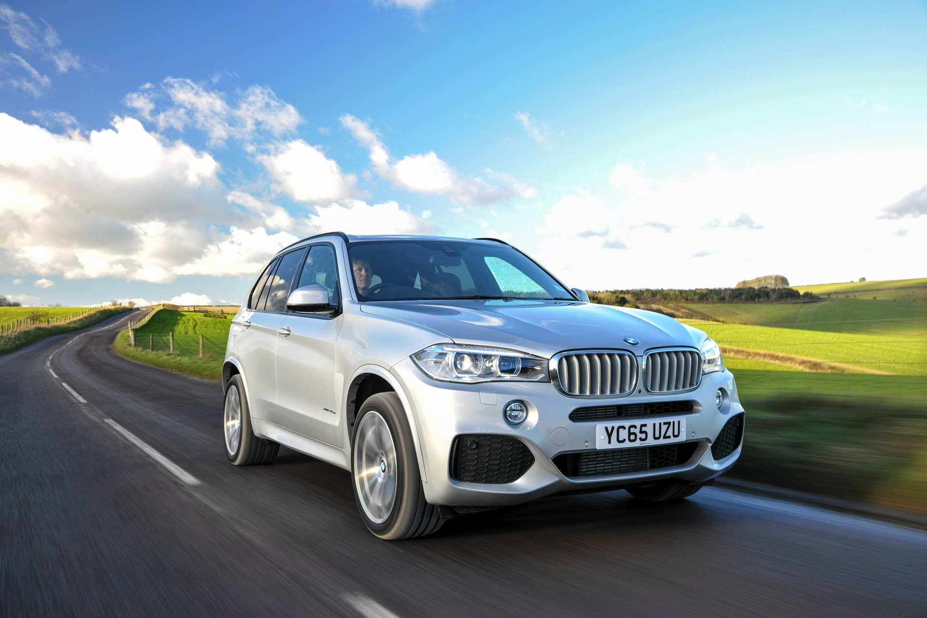 2016 BMW X5 xDrive40e images UK 24