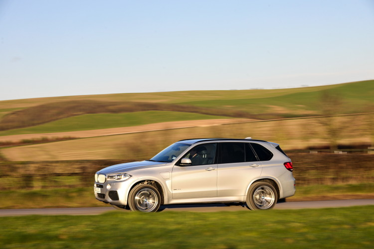 2016 BMW X5 xDrive40e images UK 35 750x500