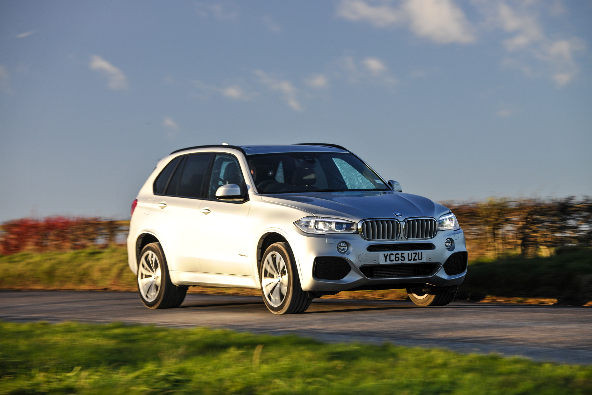2016 BMW X5 xDrive40e images UK 38
