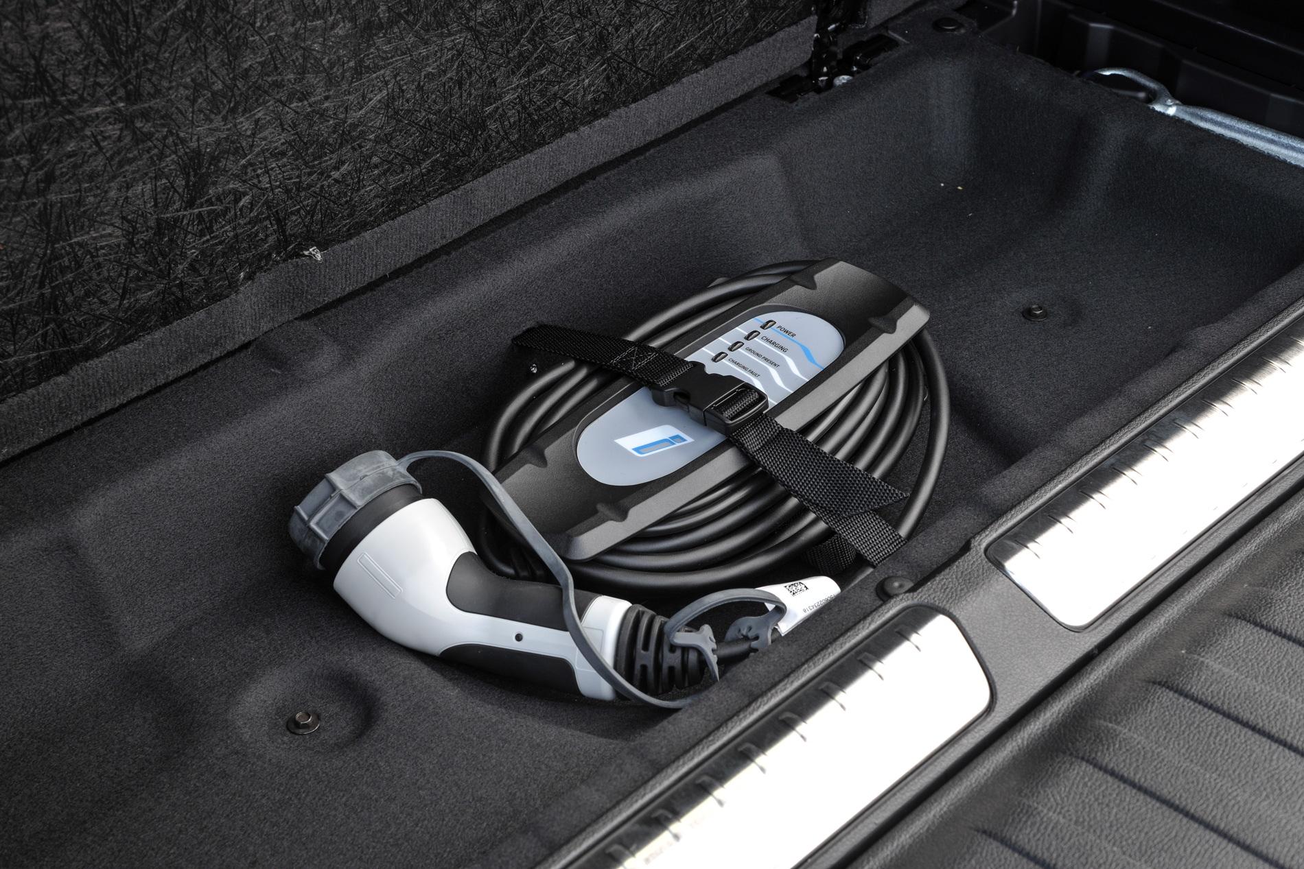2016 BMW X5 xDrive40e images UK 4