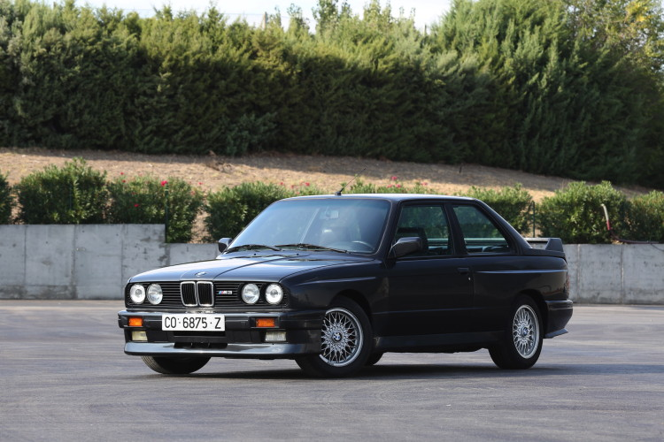 BMW M3 E30 photos 1 750x500