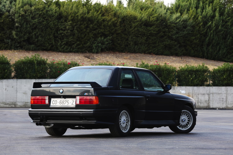 BMW M3 E30 photos 2 750x500