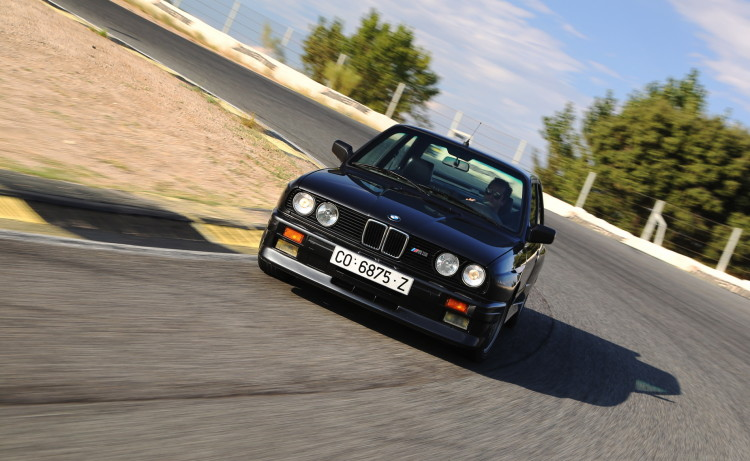 BMW M3 E30 photos 3 750x461