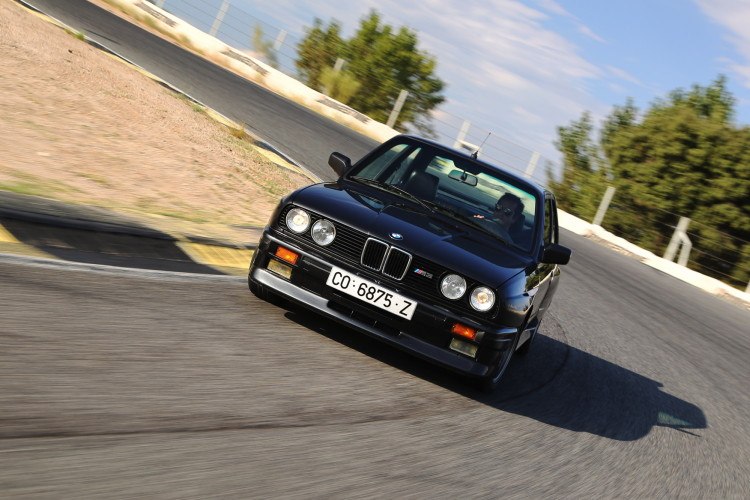 BMW M3 E30 photos 3 750x500