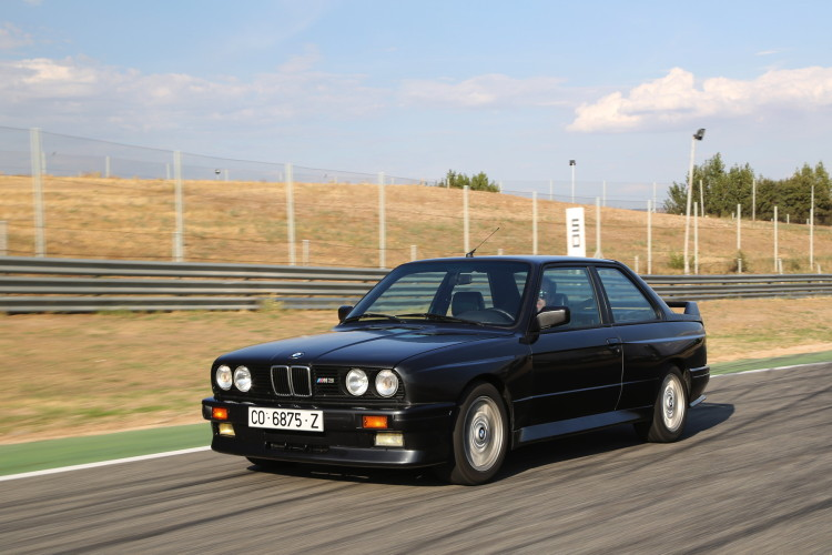 BMW M3 E30 photos 4 750x500