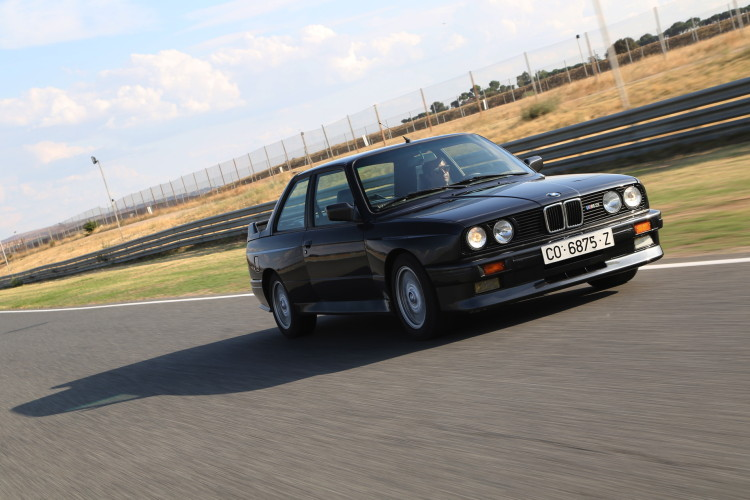 BMW M3 E30 photos 5 750x500