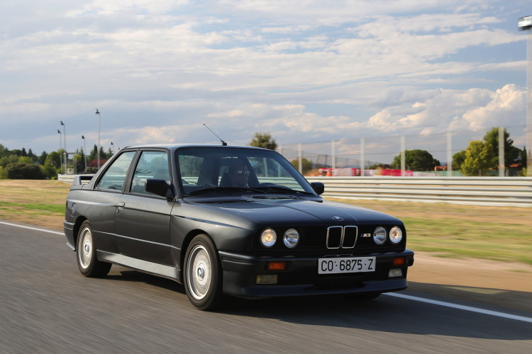 BMW M3 E30 photos 7 750x500