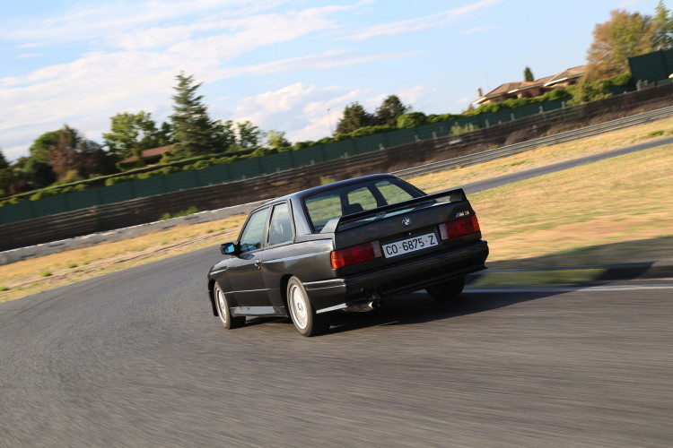BMW M3 E30 photos 8 750x500