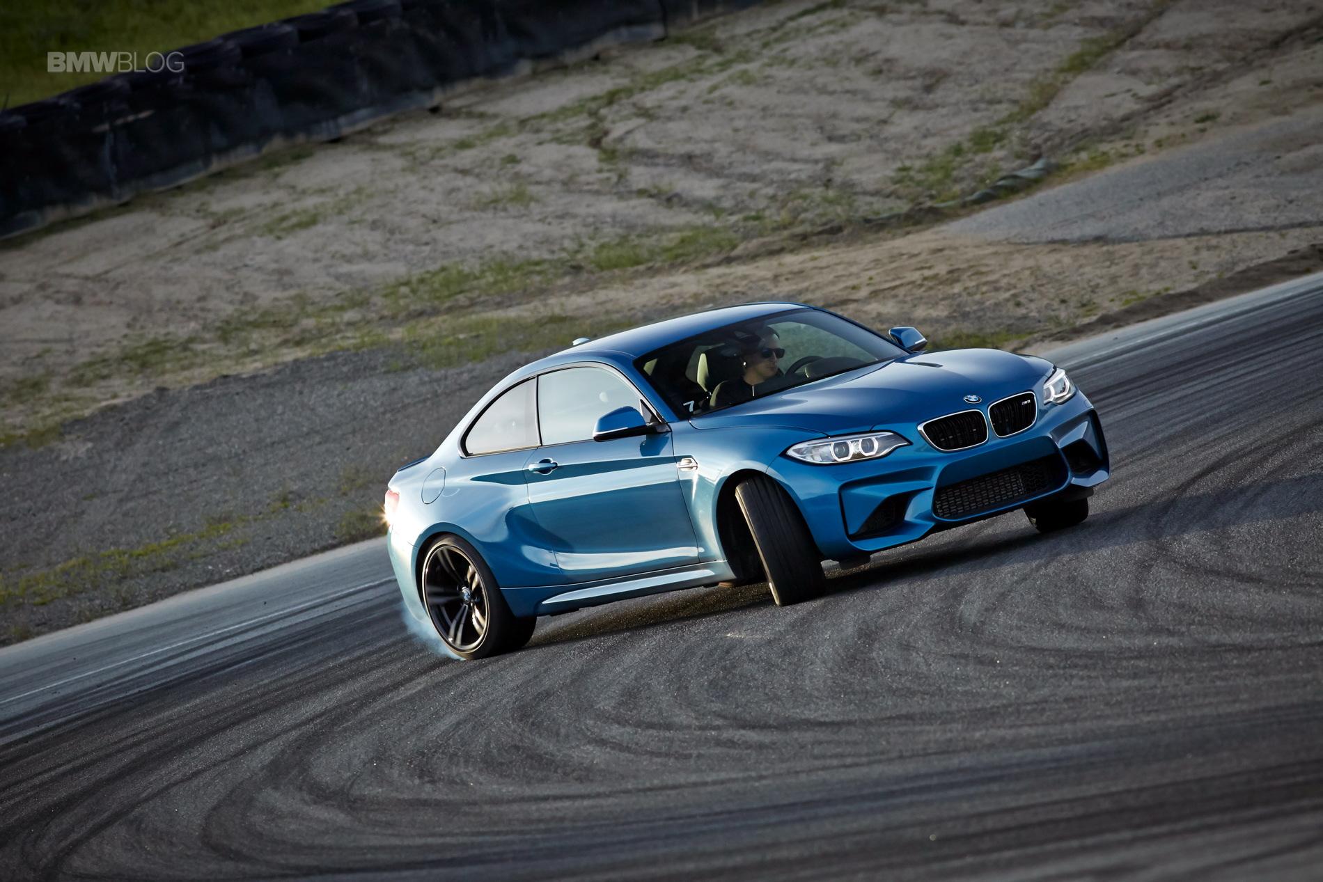 BMW M2 drifts laguna seca 135