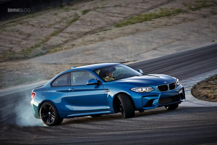 BMW M2 drifts laguna seca 161 750x500
