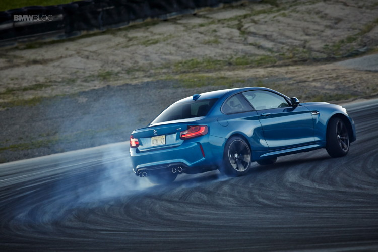 BMW M2 drifts laguna seca 205 750x500