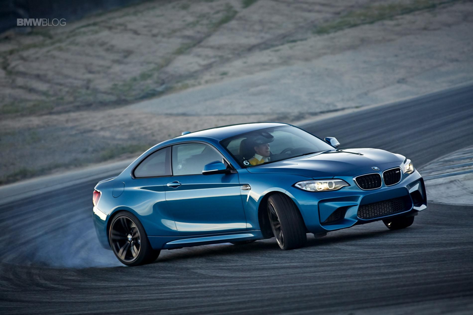 BMW M2 drifts laguna seca 209