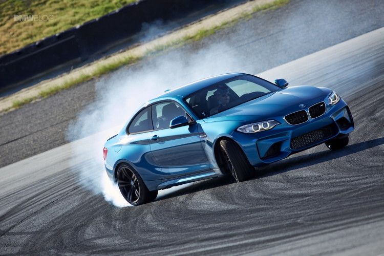 BMW M2 drifts laguna seca 97 750x500
