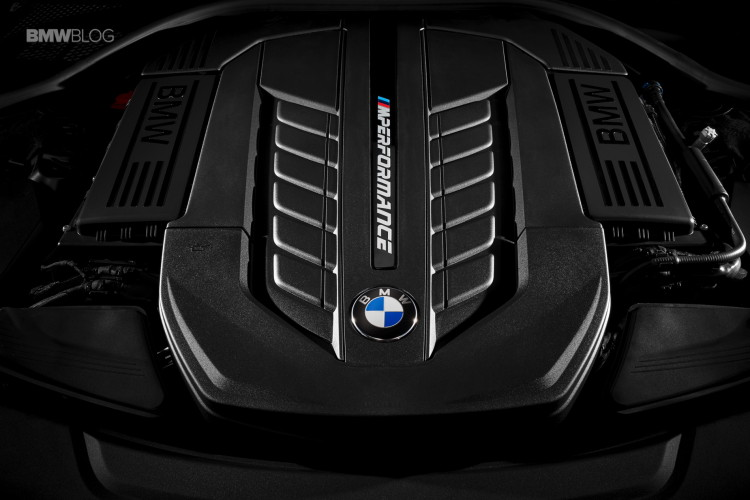 BMW-M760Li-xDrive-images-14