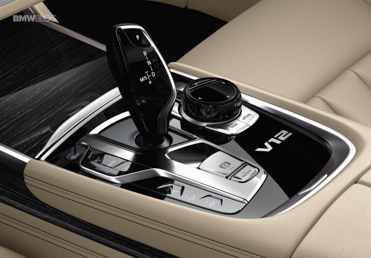 BMW M760Li xDrive images 32 750x521