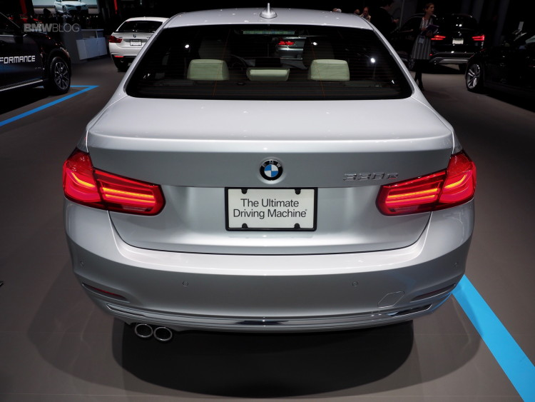 2016 BMW 330e iPerformance 6 750x563