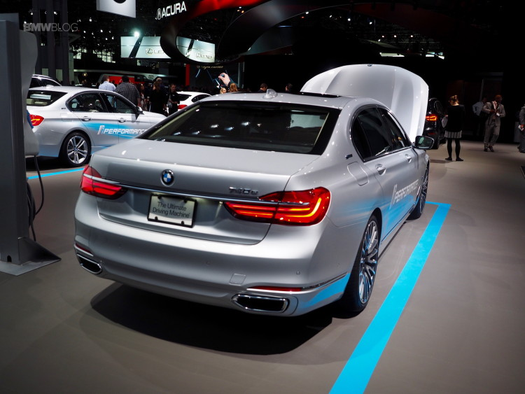 2016-BMW-740Le-New-York-Auto-Show-5