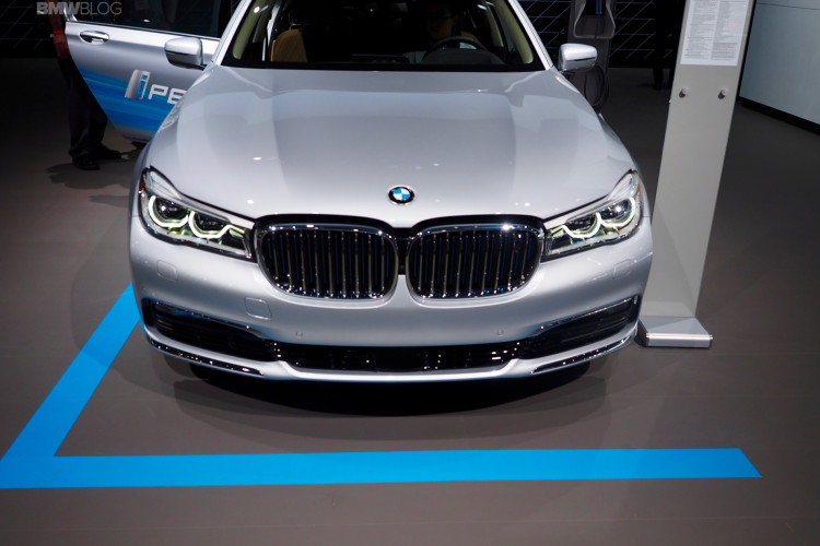 2016 BMW 740Le New York Auto Show 8 750x500