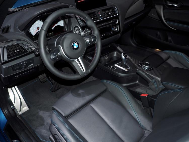 2016 BMW M2 New York Auto Show 7 750x563