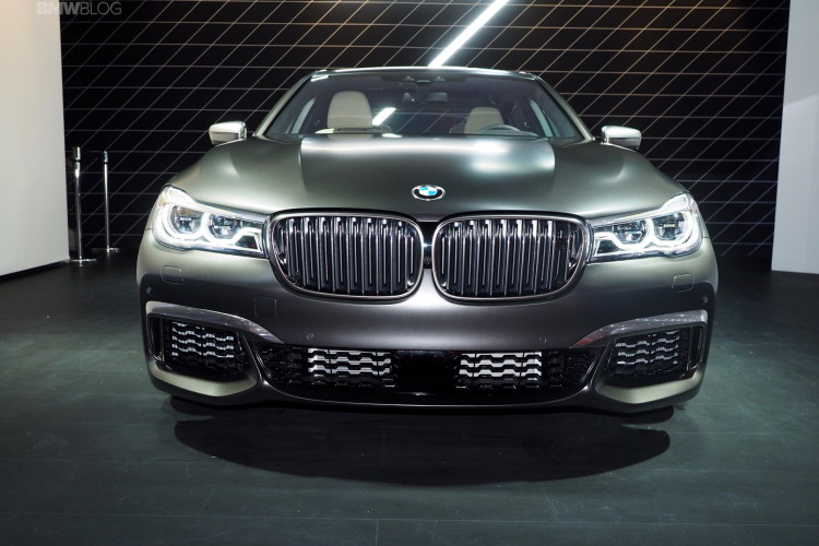 2016 BMW M760Li New York Aut Show 29 750x500