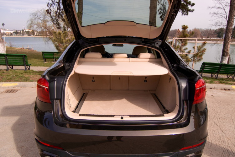 2016-BMW-X6-xDrive30d-test-drive-18
