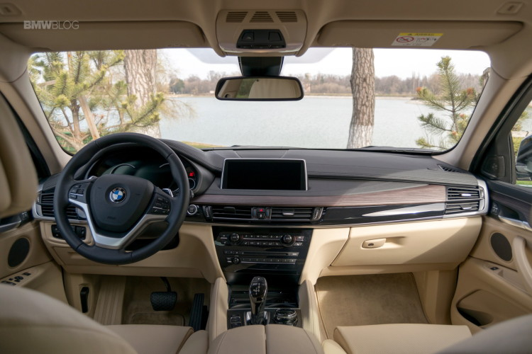 2016-BMW-X6-xDrive30d-test-drive-23