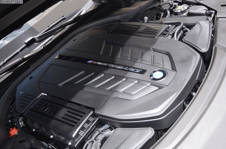BMW M760Li G12 V12 xDrive 7er 2016 Frozen Dark Brown Genf Live 18 750x497