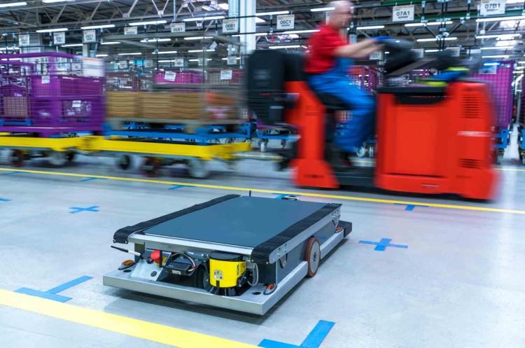 BMW factory self driving robot 750x497