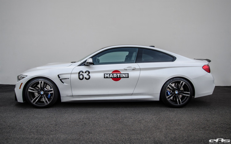 Mineral White BMW M4 Image 1 750x469
