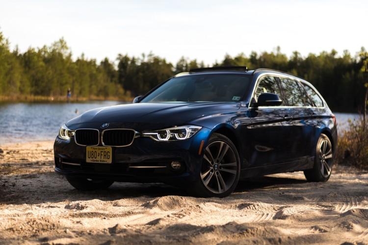 2016 BMW 328i Sports Wagon17 750x500