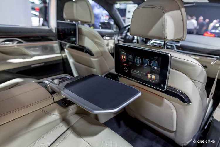 2016-BMW-M760Li-image-3
