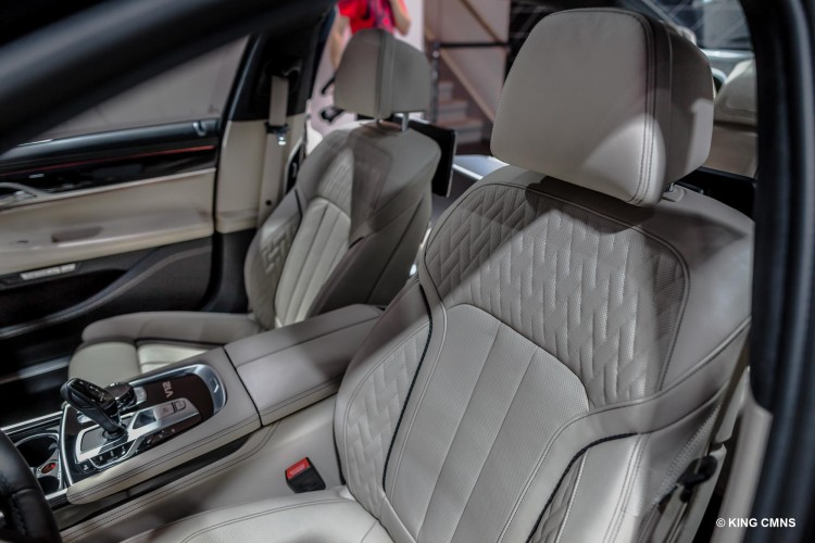 2016-BMW-M760Li-image-7