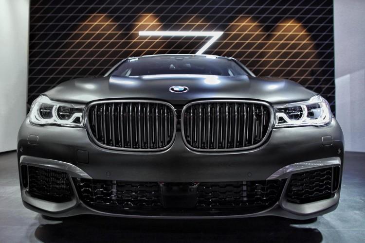 2016 BMW M760Li image 9 750x500