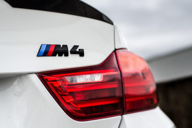 BMW M4 Coupé Tour Auto Edition 8 750x500