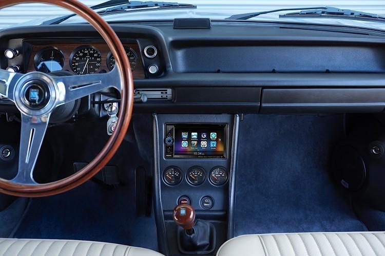 Clarion 1974 BMW 2002 image 9 750x500