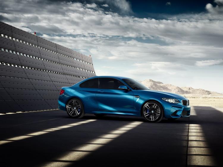 Gigi Hadid BMW M2 1 750x563