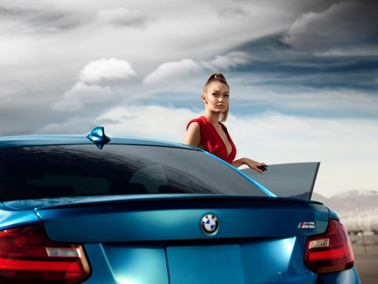Gigi-Hadid-BMW-M2-7