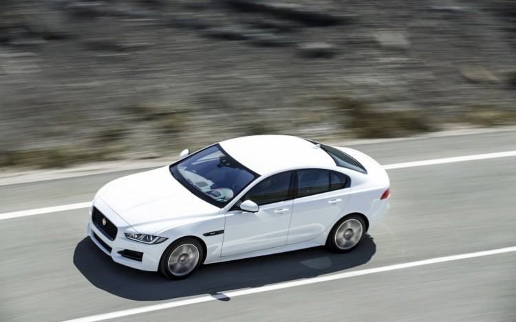 Jaguar_XE_R_Sport_cars_sedan_2015_1440x900(7)
