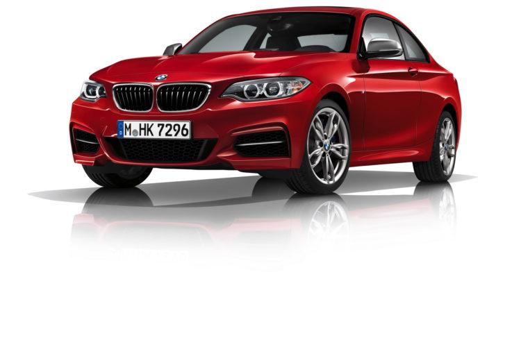 BMW M240i 2 750x500
