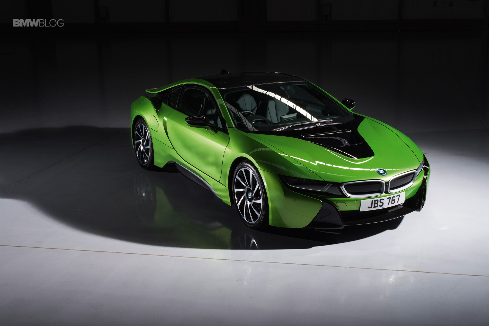 Video Is The Bmw I8 A Supercar Or A City Car