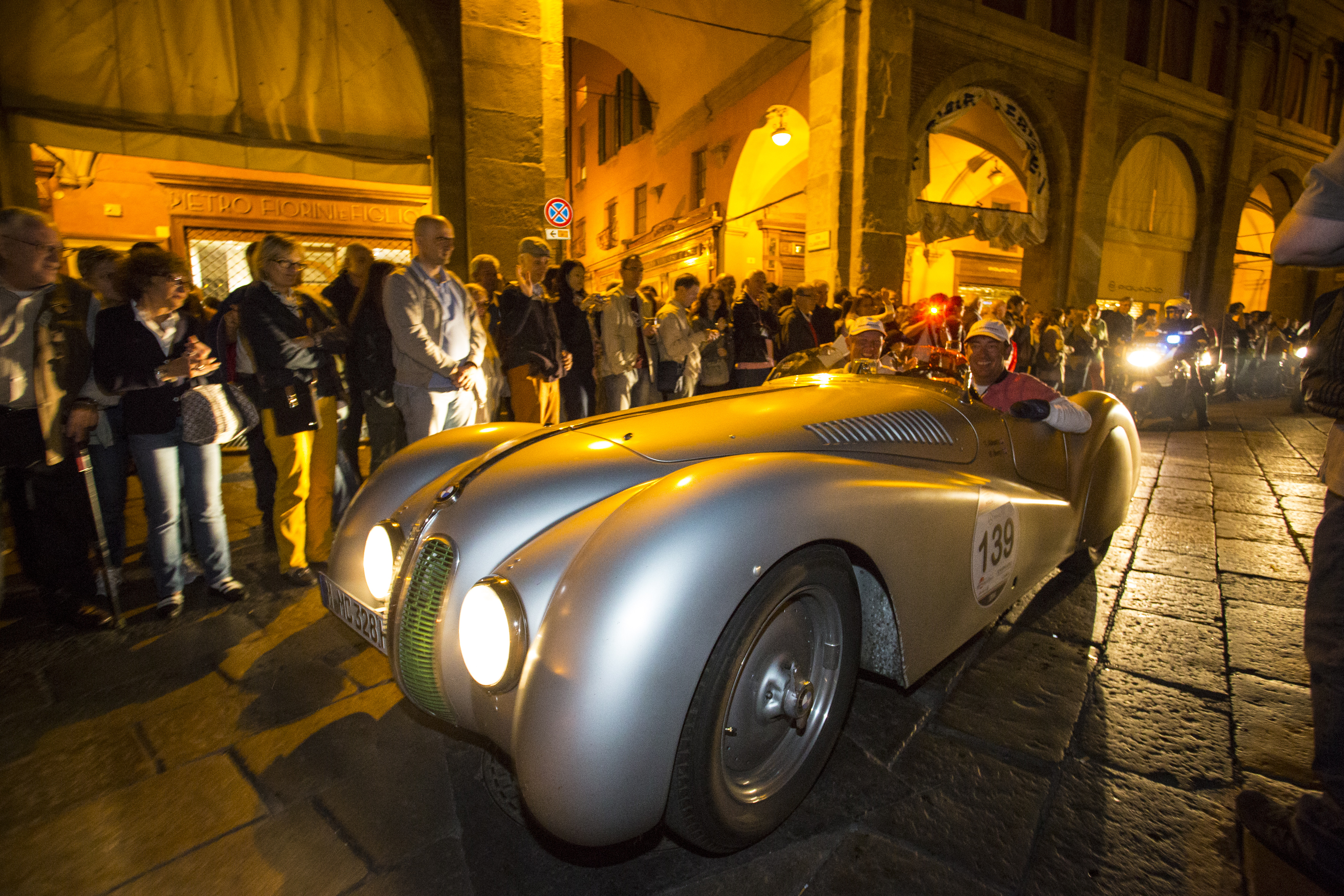 P90151031 highRes bmw at mille miglia