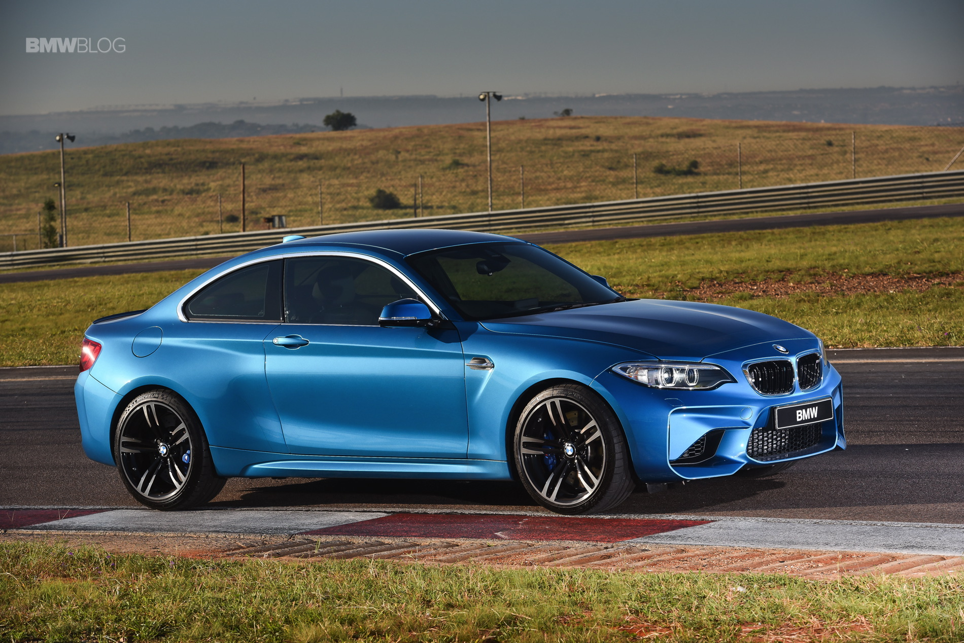 Photos BMW M2 Coupe Long Beach Blue 11