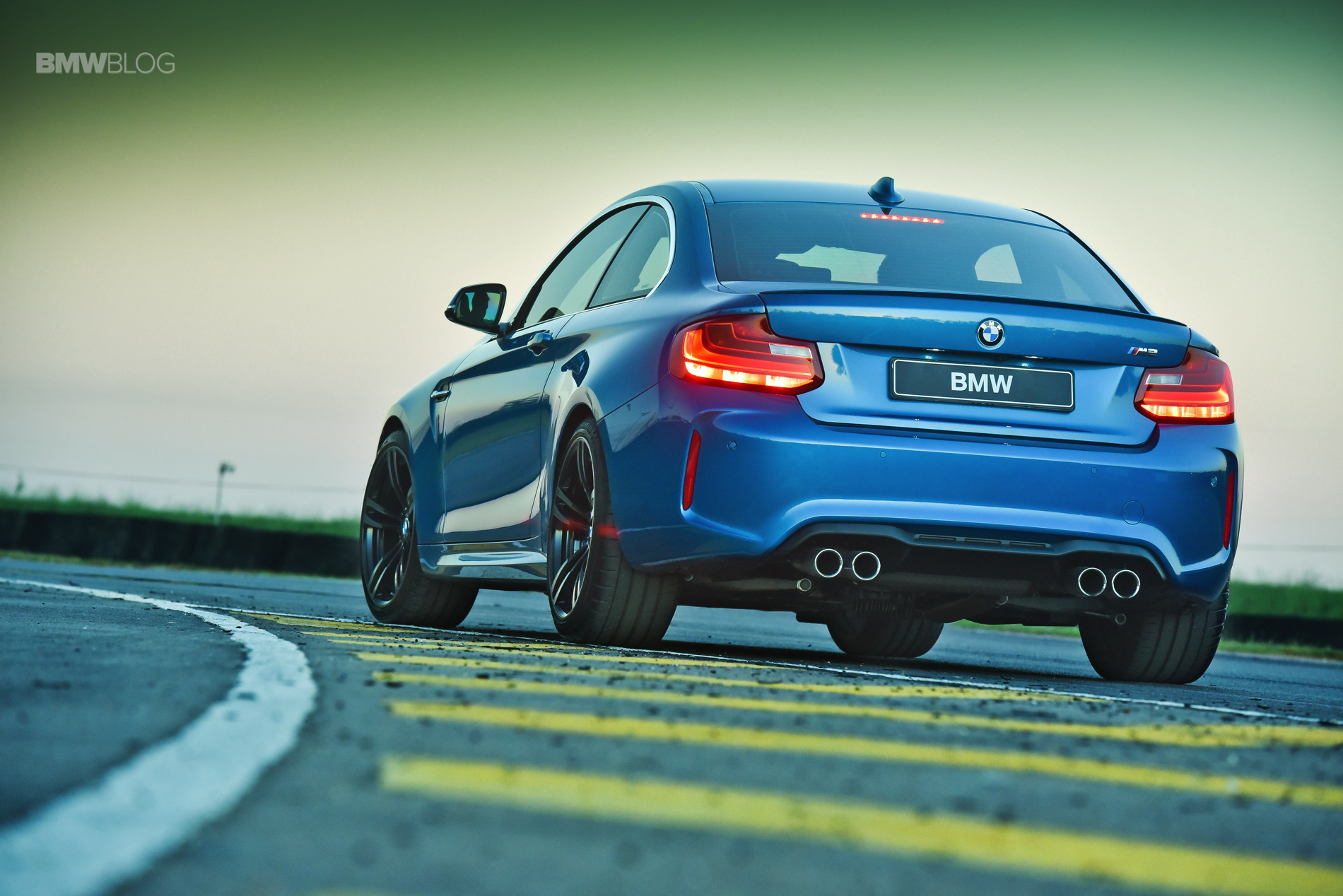 Photos BMW M2 Coupe Long Beach Blue 28