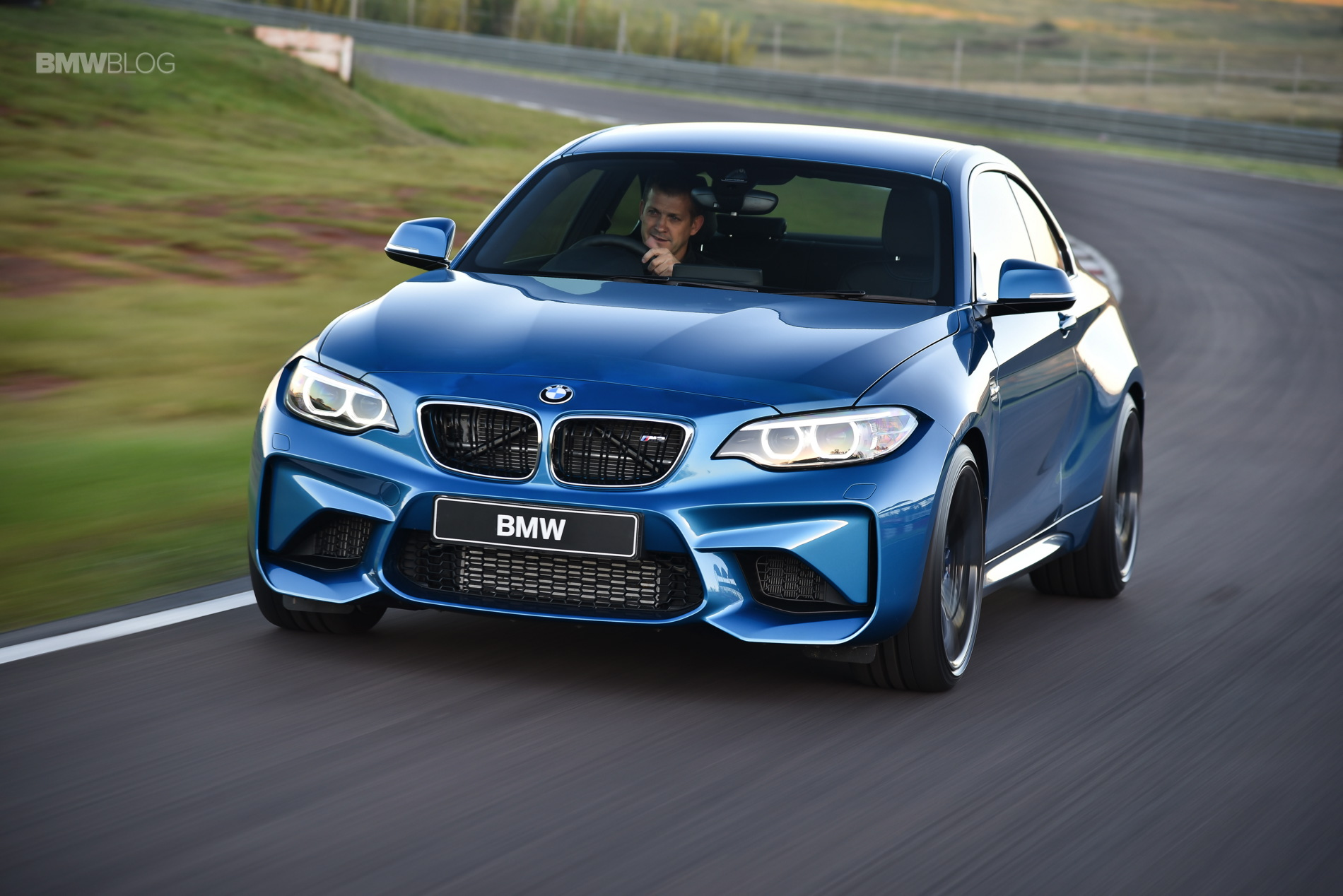 Photos BMW M2 Coupe Long Beach Blue 31