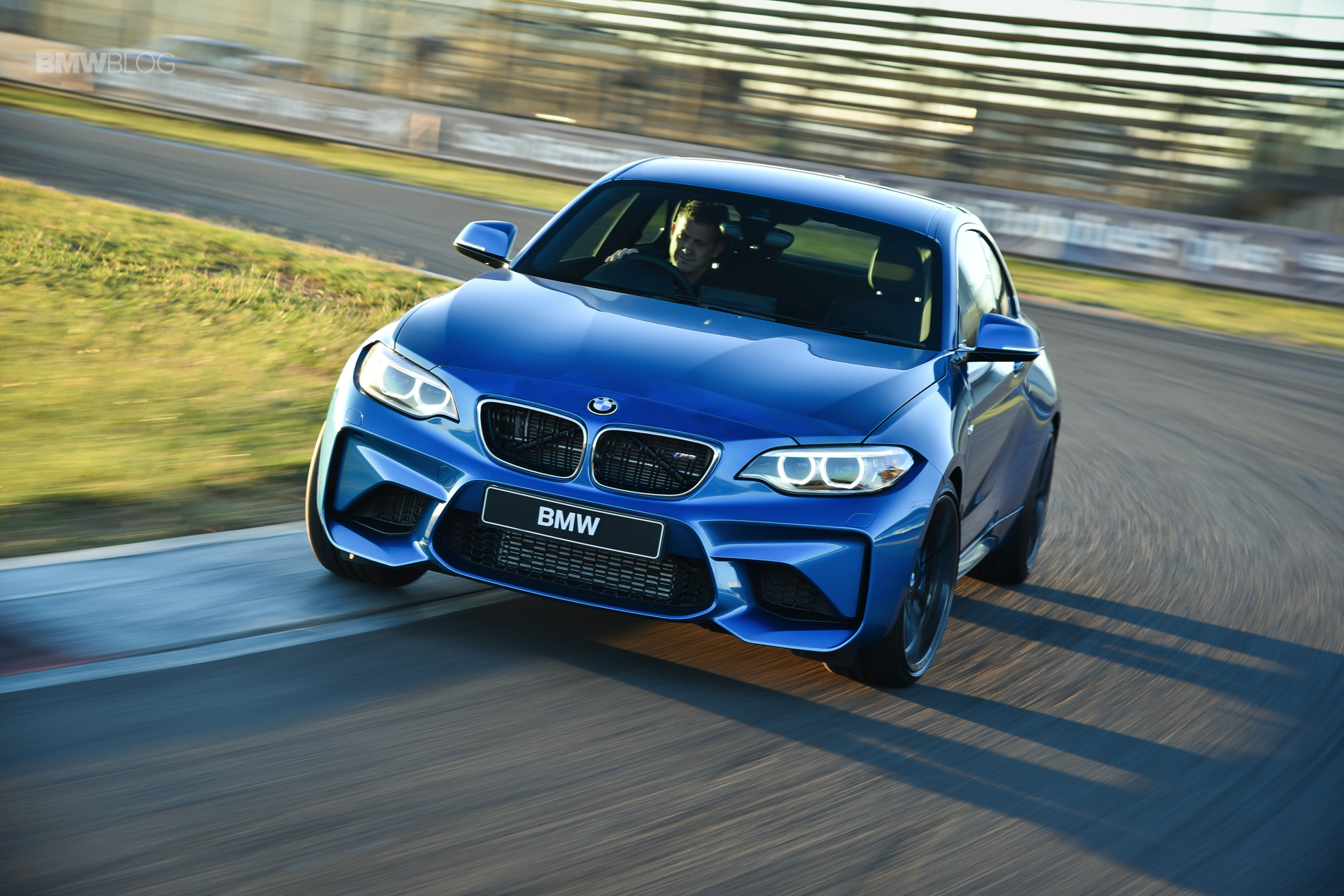 Photos BMW M2 Coupe Long Beach Blue 34