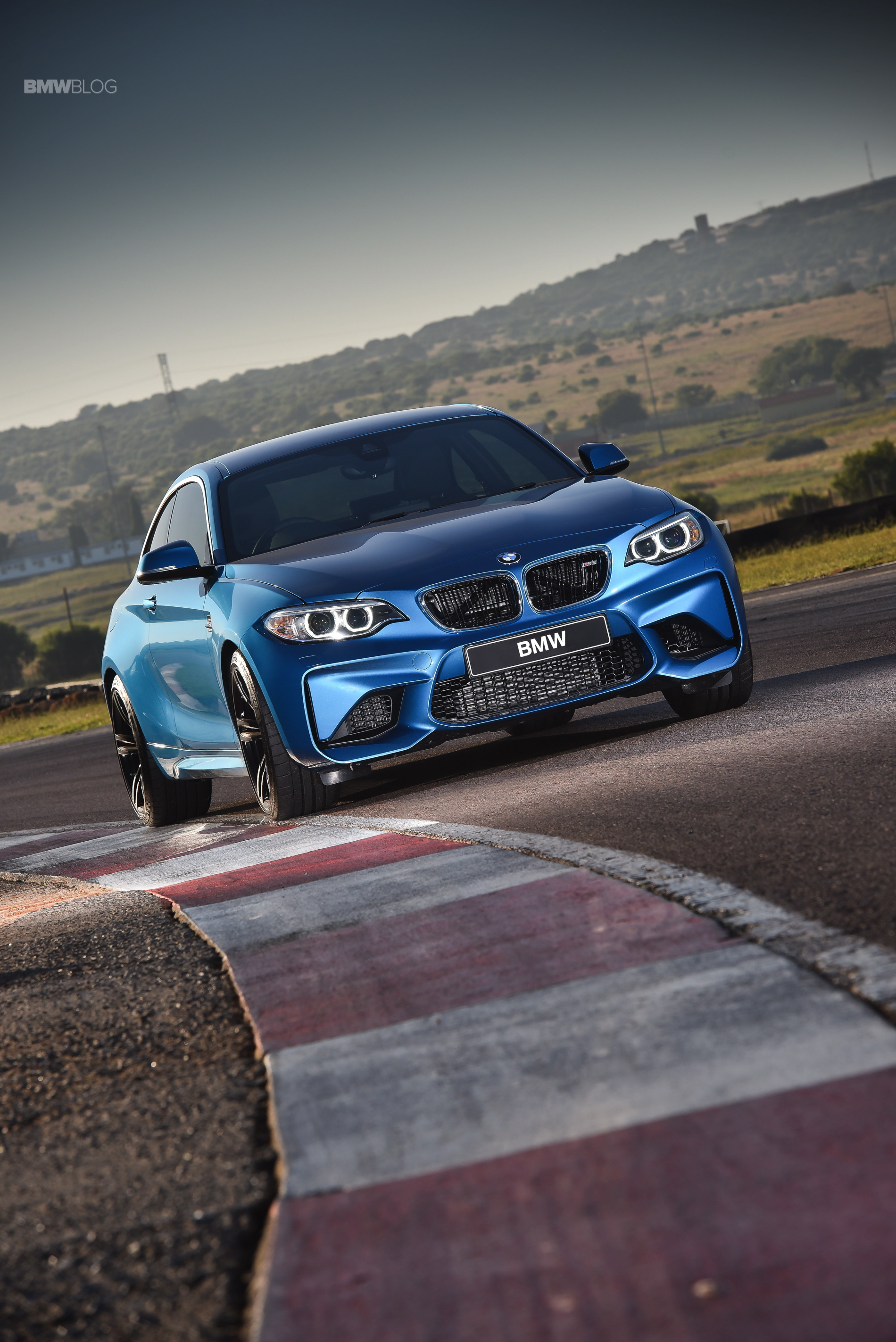 Photos BMW M2 Coupe Long Beach Blue 5
