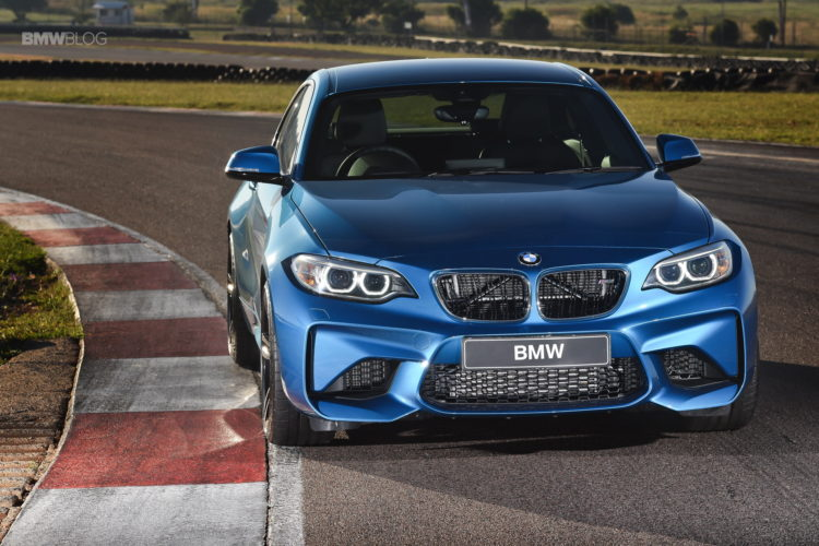 Photos BMW M2 Coupe Long Beach Blue 9 750x500