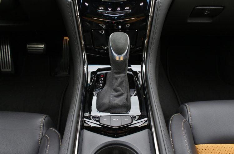 2016-Cadillac-ATS-V-interior-4